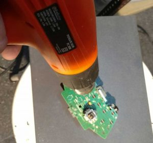 aplicando-pistola-calor-controlador-xbox
